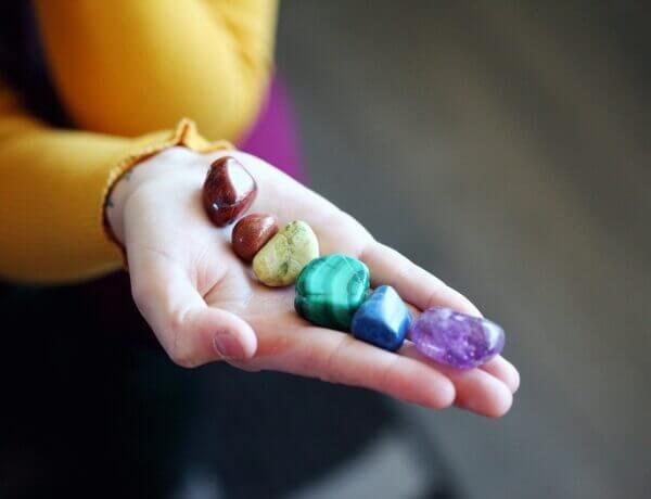 Değerli Taşlar ve Yarı Değerli Taşlar Nelerdir? (Gemoloji Bilimi)